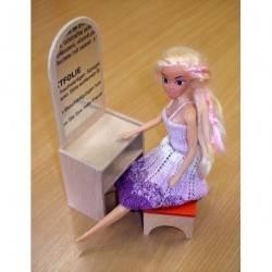 Dřevěná toaletka se zrcadlem pro Barbie